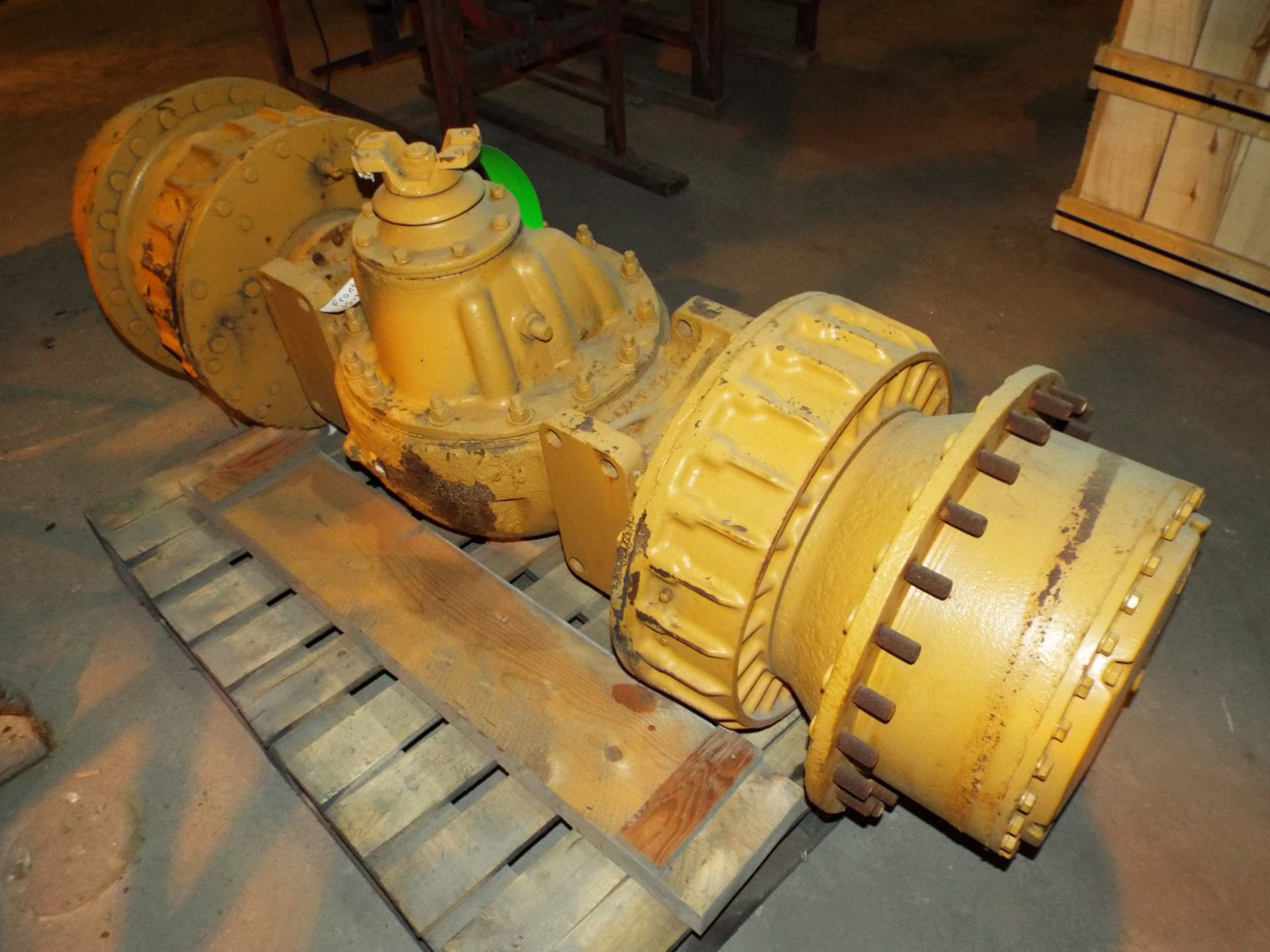 Lot 20 - JS-350 SCOOP FRONT AXLE (PLT NS-3LL)