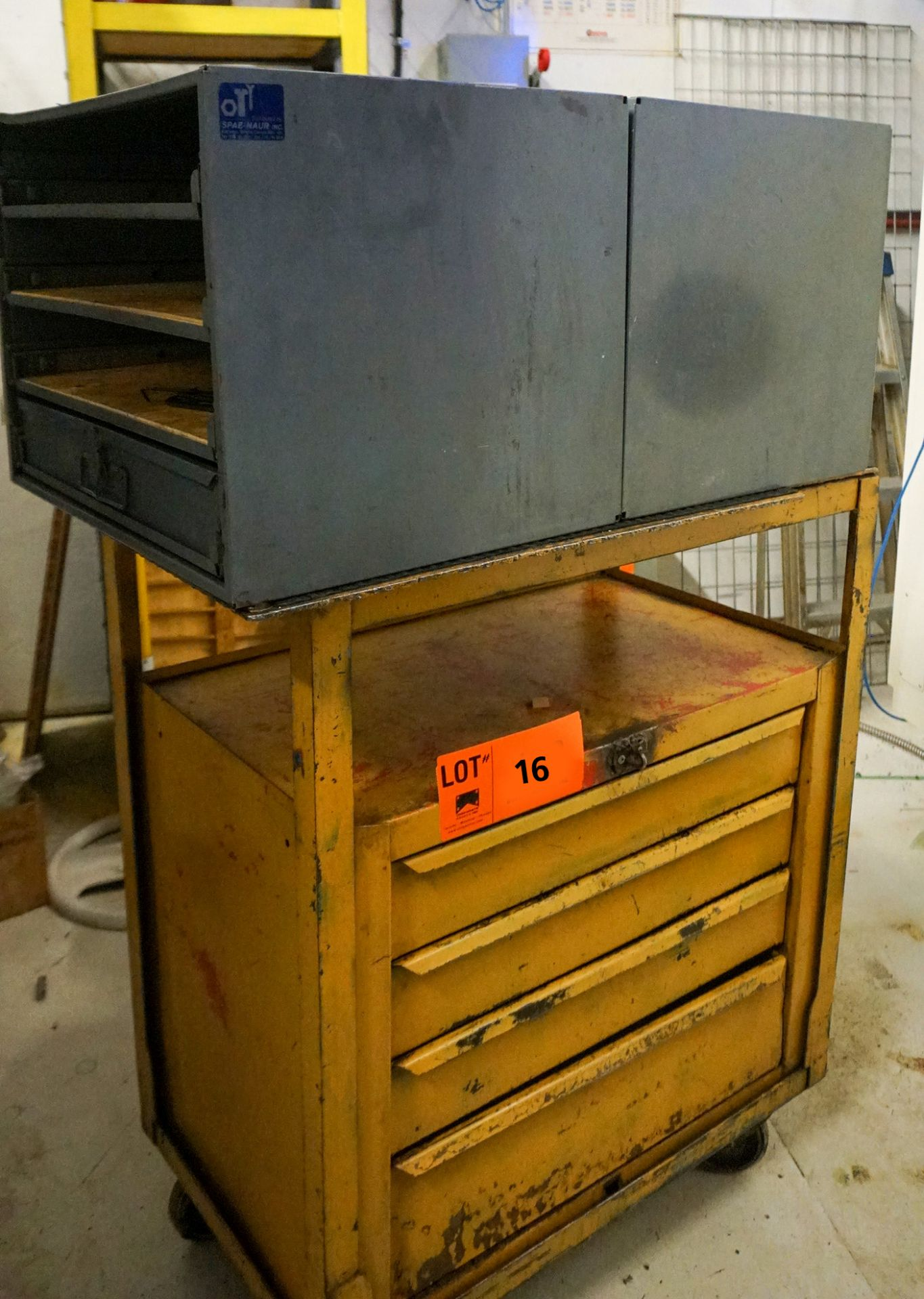 Lot 16 - LOT/ TOOL CART (NO HARDWARE CABINETS)