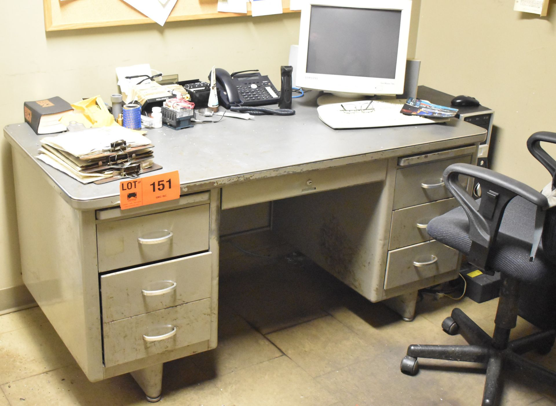 Lot 151 - LOT/ REMAINING OFFICE FURNITURE IN ROOM