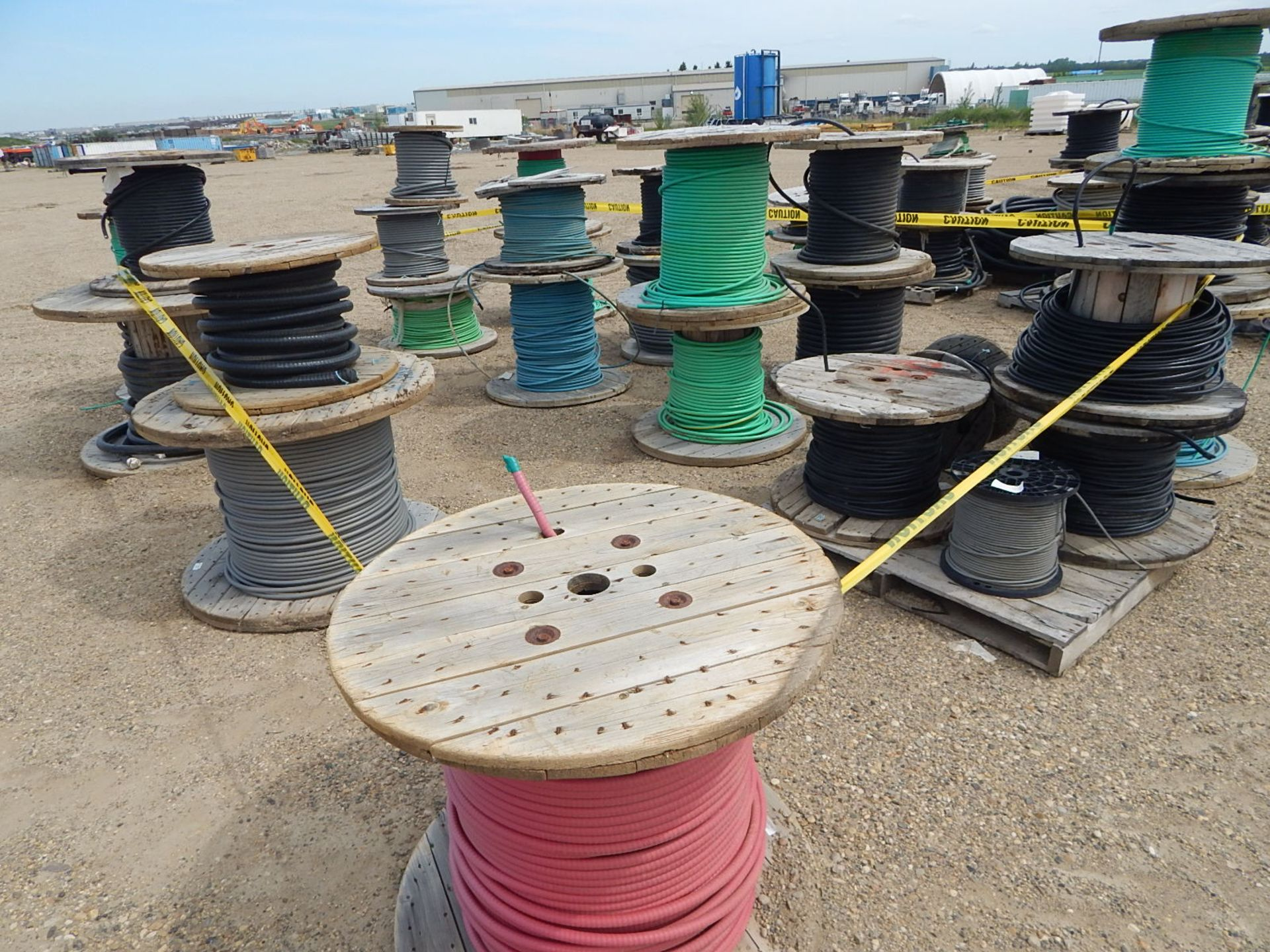 LOT/ REELS OF ASSORTED ELECTRICAL CABLE - Image 4 of 5