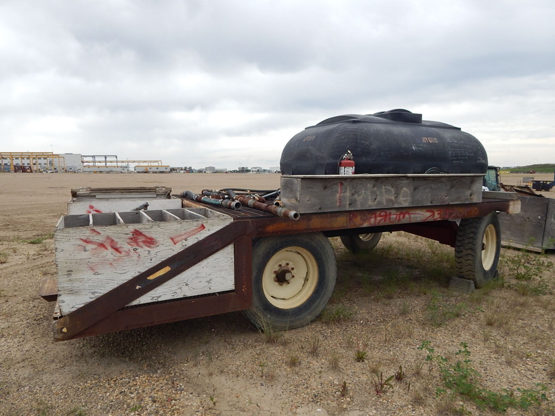 LOT/ YARD TRAILER WITH GLYCOL STORAGE TANK - Image 4 of 5