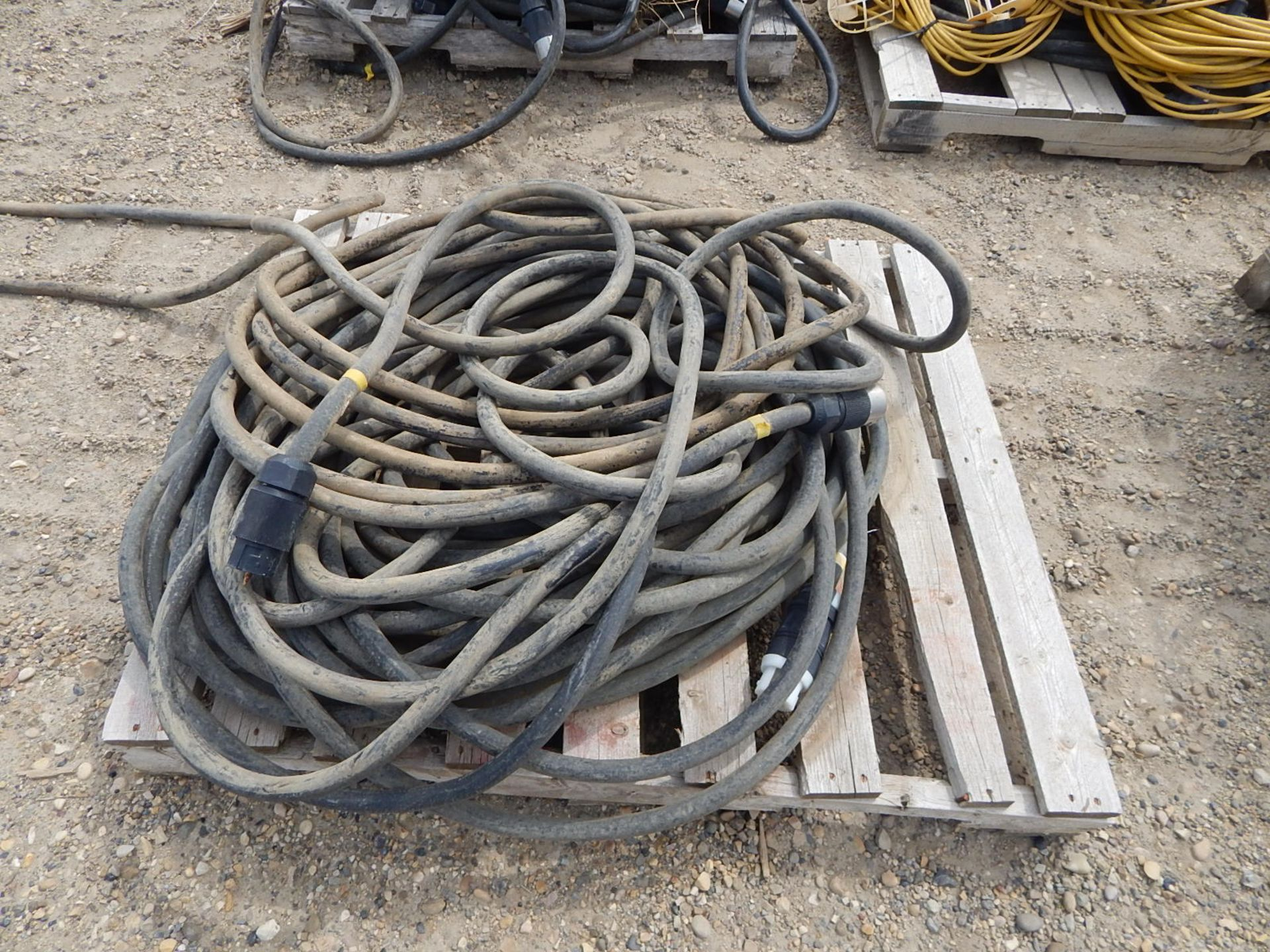 LOT/ APPROX. (16) PALLETS OF ELECTRICAL CORDS AND STRING LIGHTS - Image 4 of 5