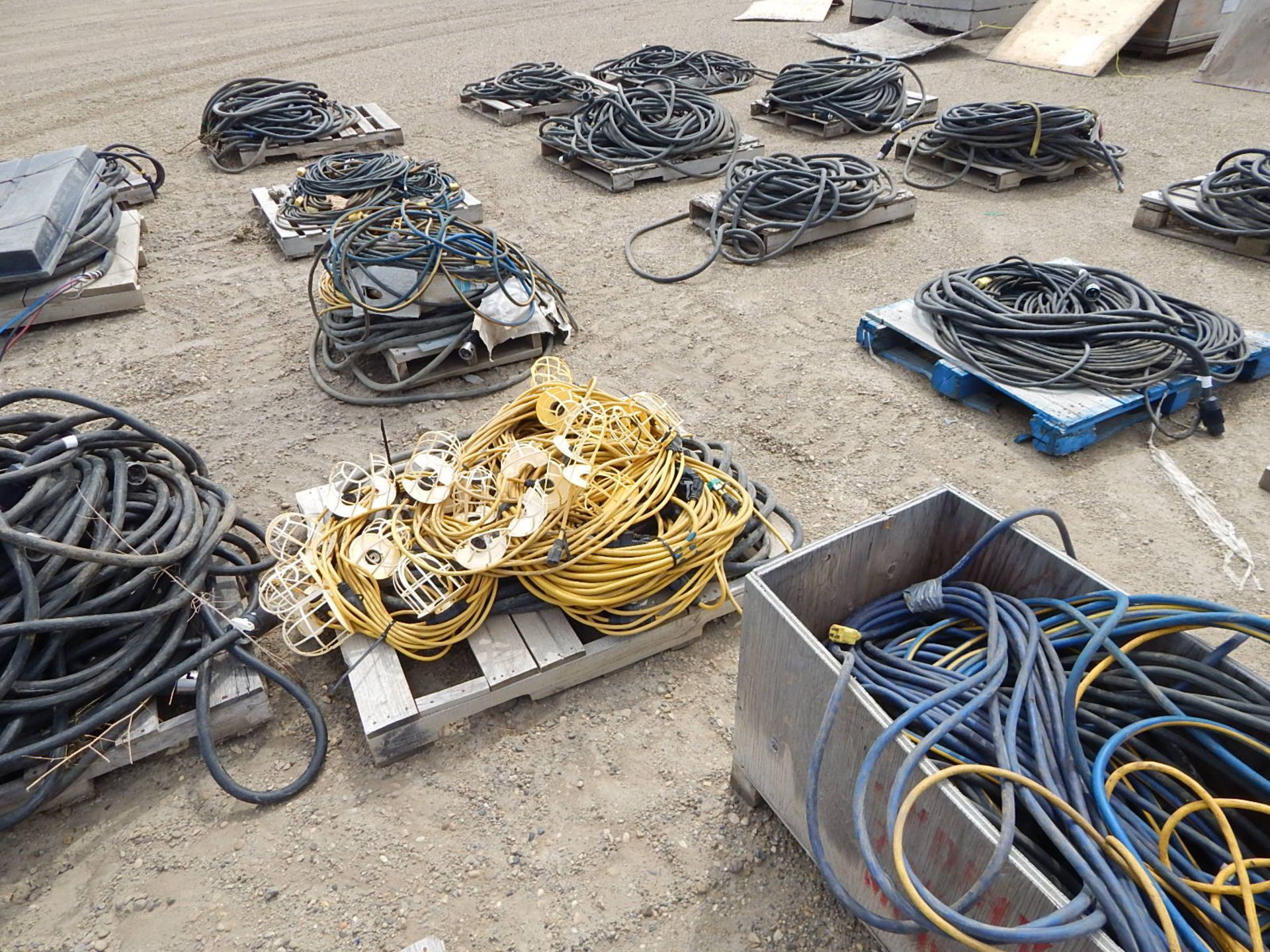 LOT/ APPROX. (16) PALLETS OF ELECTRICAL CORDS AND STRING LIGHTS - Image 5 of 5