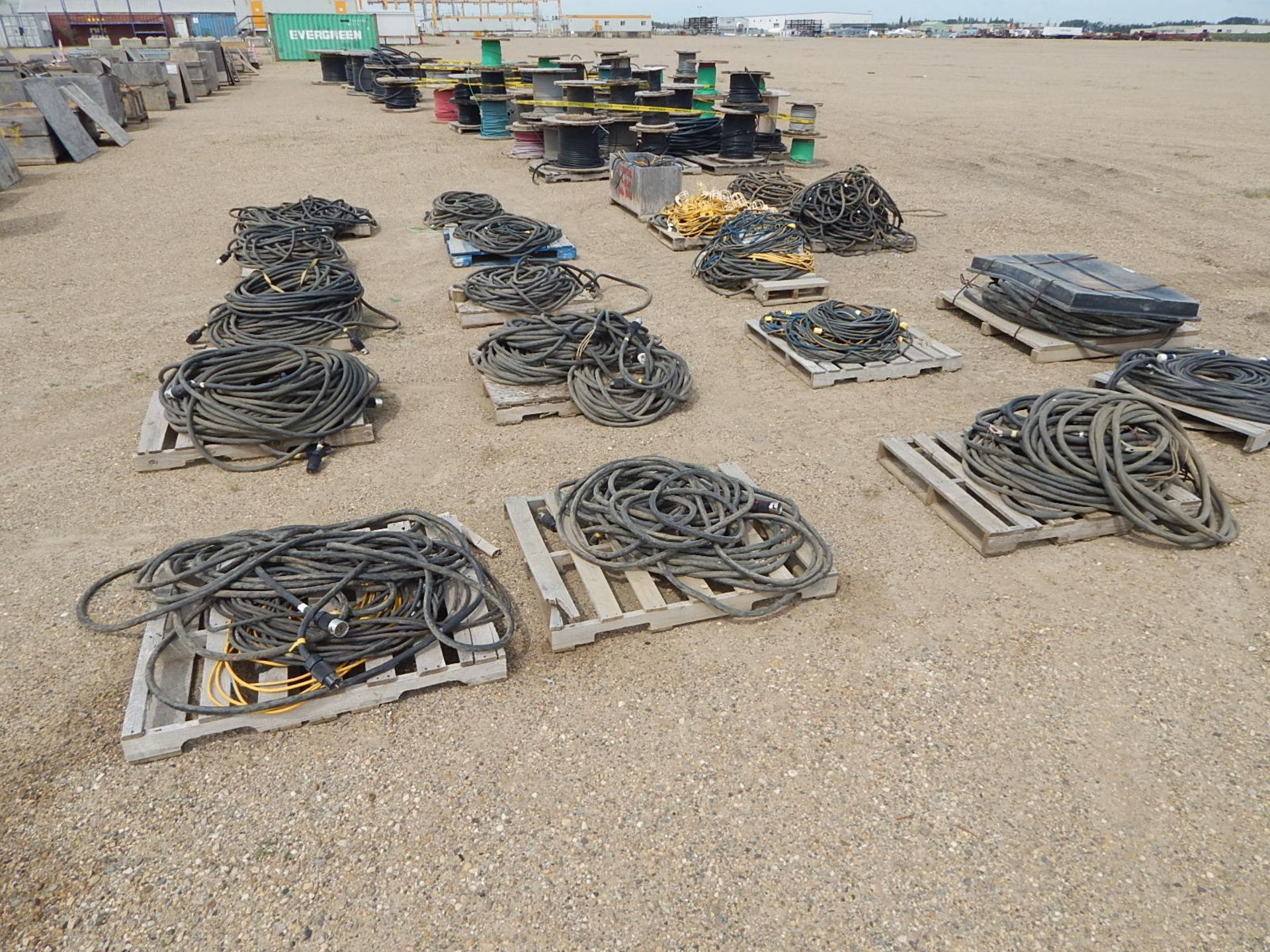 LOT/ APPROX. (16) PALLETS OF ELECTRICAL CORDS AND STRING LIGHTS - Image 3 of 5