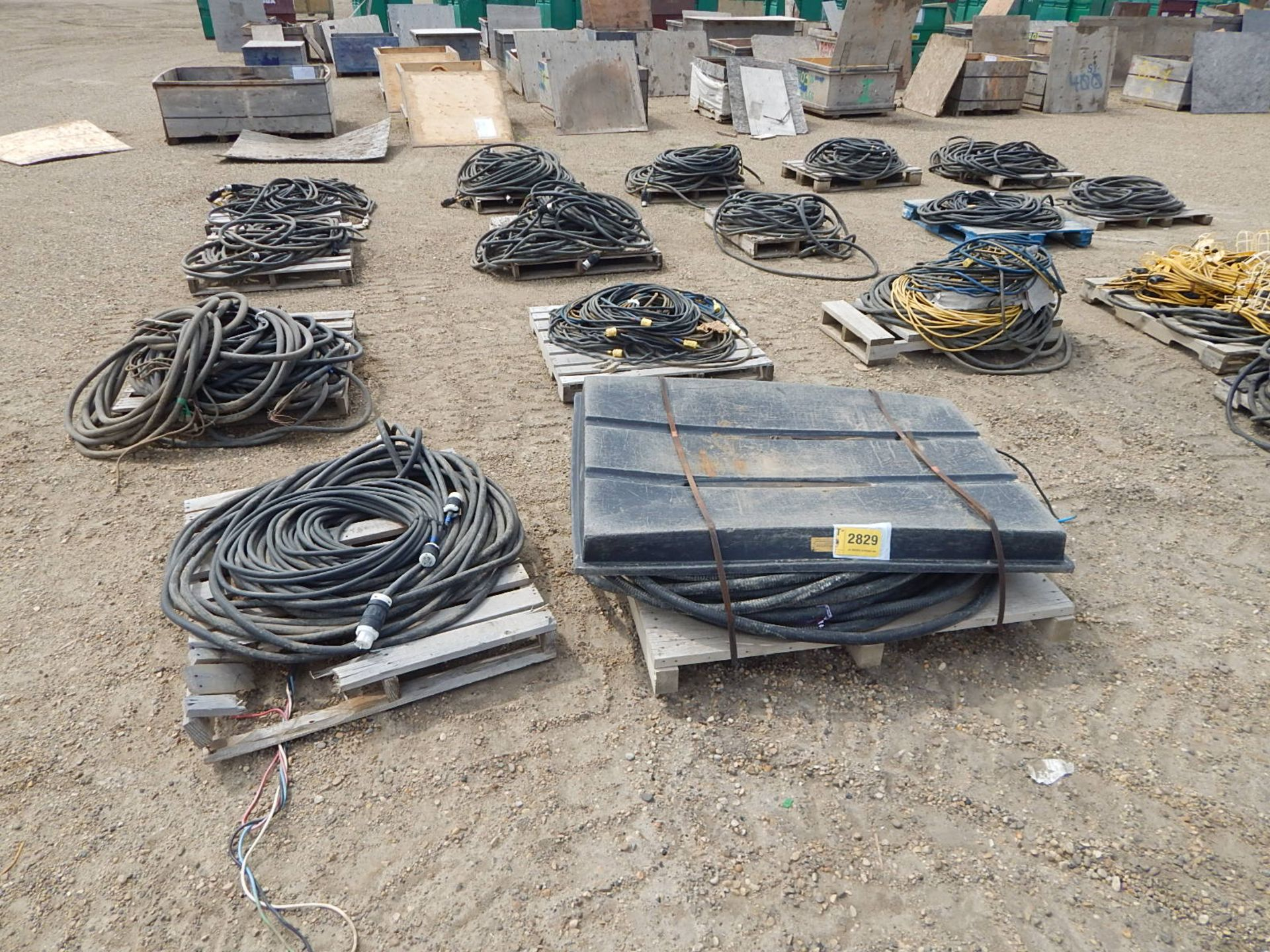 LOT/ APPROX. (16) PALLETS OF ELECTRICAL CORDS AND STRING LIGHTS - Image 2 of 5