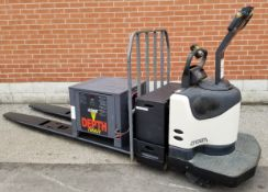 CROWN (2008) PE4500-60 24V ELECTRIC RIDE-ON PALLET TRUCK WITH 6000 LB. CAPACITY, EXIDE DEPTH 24V