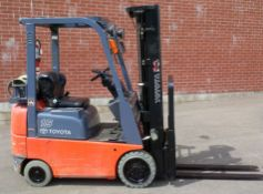 """TOYOTA (2000) 7FGCU15 LPG FORKLIFT WITH 3000 LB. CAPACITY, 189"""" MAX. VERTICAL LIFT, SIDE SHIFT,"""