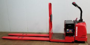 RAYMOND (2012) 8500 24V ELECTRIC RIDE-ON PALLET JACK WITH 6000 LB. CAPACITY, 5022 DRIVE HOURS (