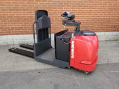RAYMOND (2013) 8510 24V ELECTRIC RIDE-ON PALLET TRUCK WITH 6000 LB. CAPACITY, 2278 HOURS