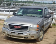 GMC (2003) SIERRA 1500 EXTENDED CAB PICKUP TRUCK WITH 4.8LITER GAS ENGINE, AUTO TRANSMISSION, REAR