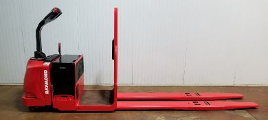 RAYMOND (2012) 8500 24V ELECTRIC RIDE-ON PALLET JACK WITH 6000 LB. CAPACITY, 4438 DRIVE HOURS (