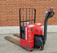 RAYMOND (2002) F40L 24V ELECTRIC WALK-BEHIND PALLET JACK WITH APPROX. 5500 LB. CAPACITY, ON-BOARD