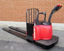 RAYMOND (2007) 8400 24V ELECTRIC RIDE-ON PALLET JACK WITH 8000 LB. CAPACITY, 6219 HRS (RECORDED AT