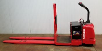 RAYMOND (2012) 8500 24V ELECTRIC RIDE-ON PALLET JACK WITH 6000 LB. CAPACITY, 4047 DRIVE HOURS (