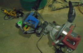 LOT/ (2) ELECTRIC MITRE SAWS, ELECTRIC HAMMER DRILL & ELECTRIC ANGLE GRINDER