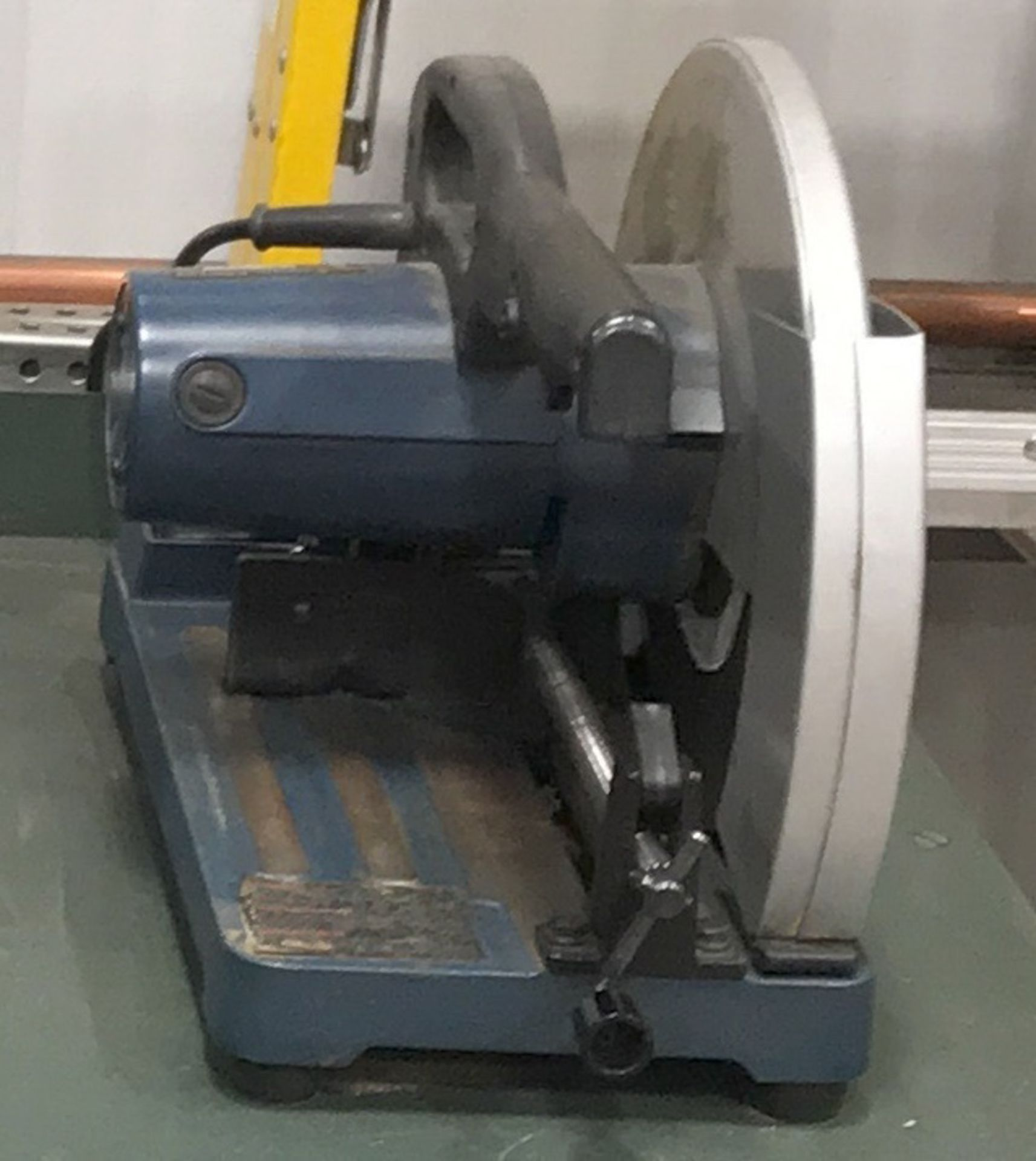 METAL CUTTING BENCH-TOP ABRASIVE SAW [RIGGING FEES FOR LOT# 2 - $25 USD PLUS APPLICABLE TAXES]