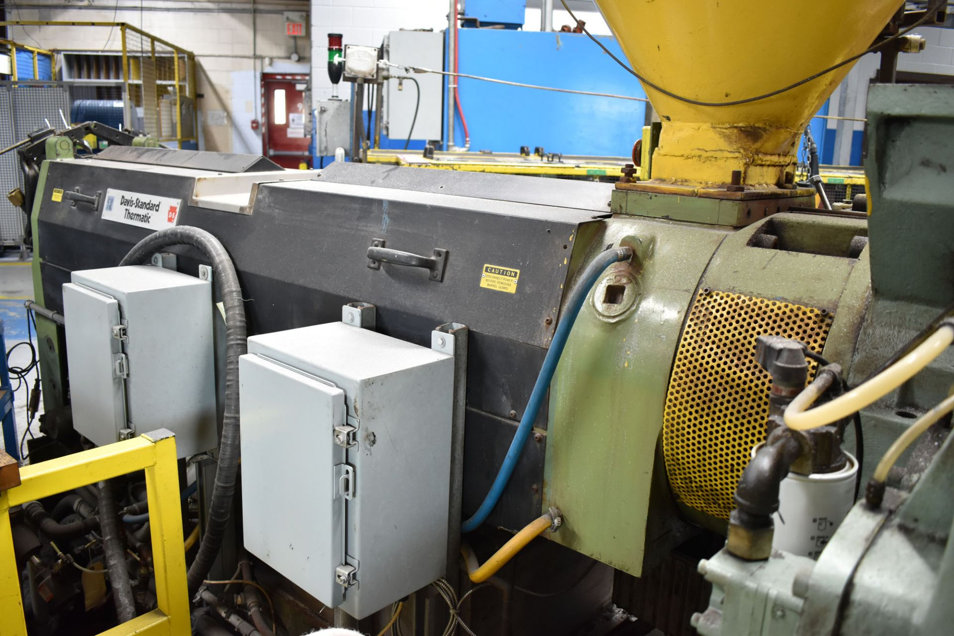 "DAVIS STANDARD (2003) 45IN45H 4.5"" CAPACITY SINGLE SCREW PLASTIC EXTRUDER WITH 304 HP RATED GEARBOX, - Image 5 of 9"