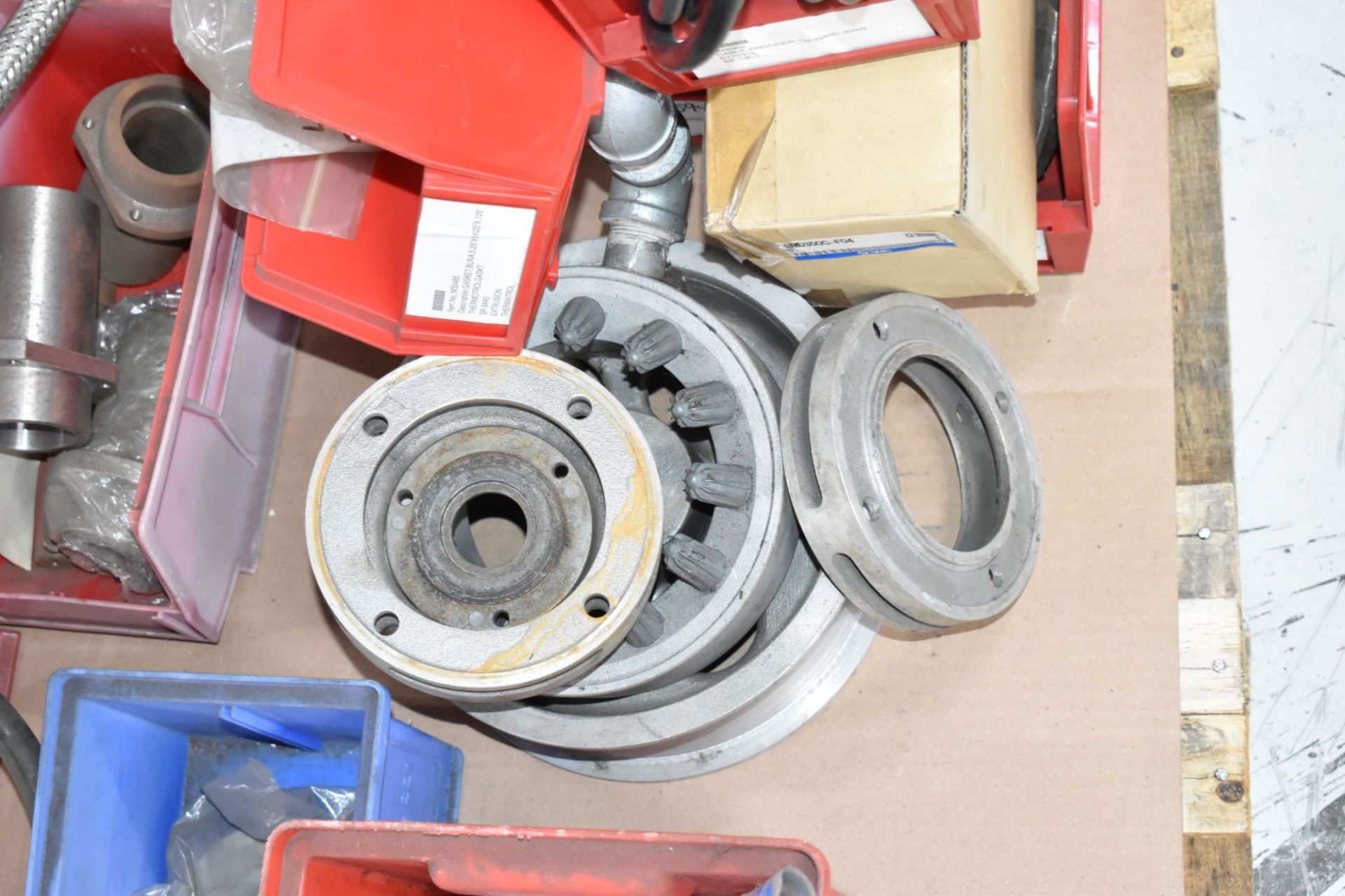 LOT/ PALLET WITH CONTENTS CONSISTING OF EXTRUDER LINE COMPONENTS [RIGGING FEES FOR LOT #83 - $50 CAD - Image 4 of 4