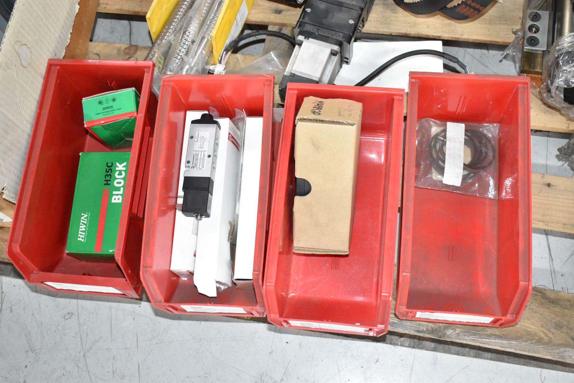 LOT/ PALLET WITH CONTENTS CONSISTING OF FITTINGS, HARDWARE, AND EXTRUDER LINE COMPONENTS [RIGGING - Image 5 of 5