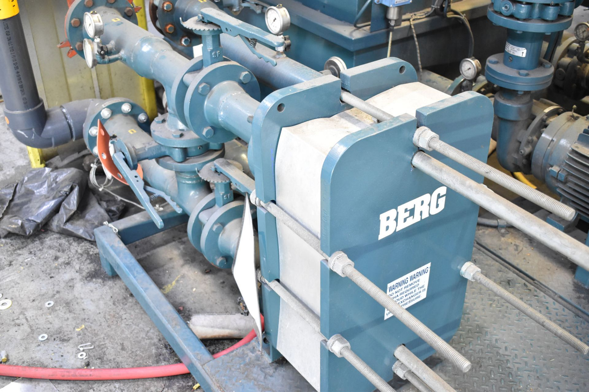 "BERG TT-455-2(25)XHX SKID MOUNTED 60""X48""X62""H GLYCOL TANK WITH BERG 50 HP PUMP SYSTEM, BERG HEAT - Image 3 of 5"