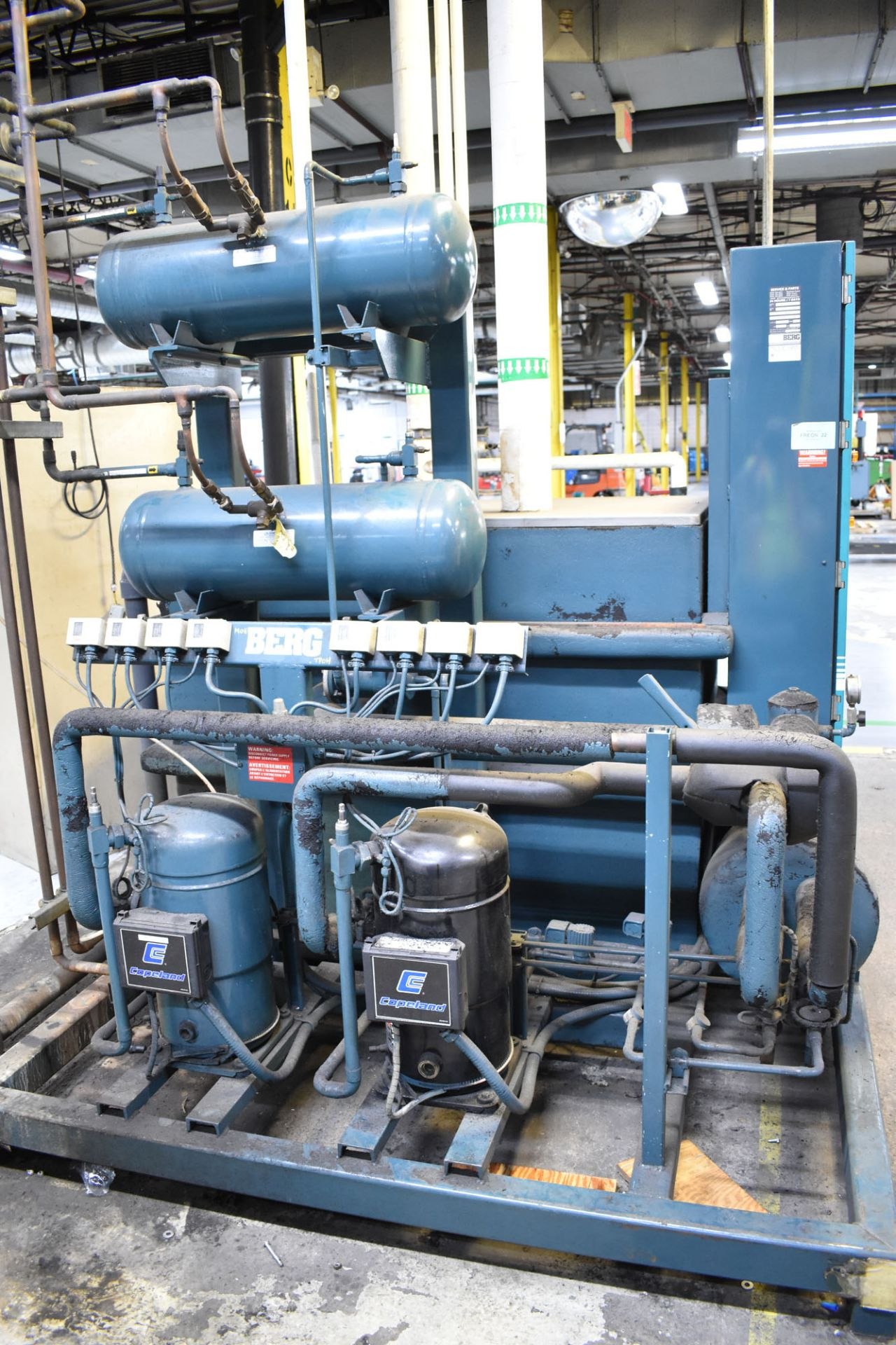 BERG AZ-30-2/1-3P-R SKID MOUNTED INDUSTRIAL CHILLER WITH 30 TON CAPACITY, 55 HP, BERG SC6 TOUCH- - Image 4 of 6