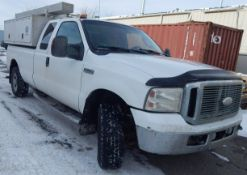 FORD (2006) F350 XLT SUPER DUTY PICKUP TRUCK WITH 5.4L 8 CYLINDER GAS ENGINE, AUTOMATIC