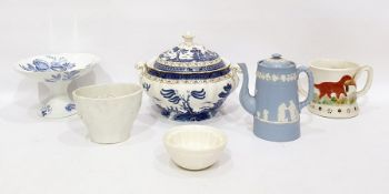 Assorted chinawareto include large Indian Tree pattern tureen, a tazza, jelly moulds, etc