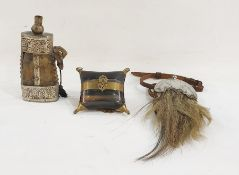 Horn case with brass bindings and corners on brass chain, further horn and metal-bound powder