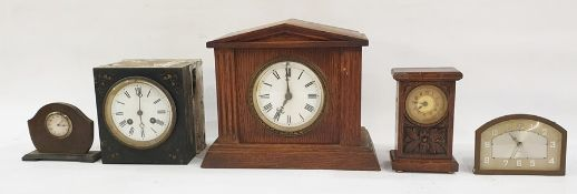 Five assorted mantel clocksincluding oak-cased example (5)
