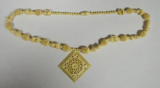 Ivory-coloured bead necklacein the form of miniature elephants alternating with honeycomb beads and