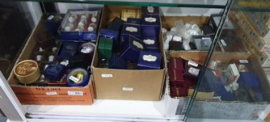 Interesting collection of porcelain thimbles to include Royal Crown Derby, Wedgwood, etc (4 boxes