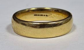 9ct gold plain wedding ring, approx 8.7g