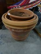 Four terracotta planters(4) Condition ReportThe large pot has a diameter of 45 cm and height of 40