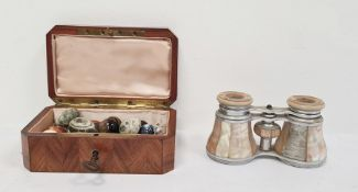 19th century rosewood jewellery boxdecorated with mother-of-pearl and rosewood geometric design and