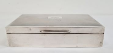 Silver cigarette box, the interior with lining