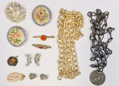 A quantity of costume jewellery to include brooches, chain necklaces and jewellery boxes (1 box)