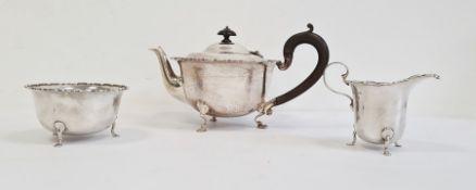 Mappin & Webb silver tea servicecomprising teapot, milk jug and sugar bowl, 16oz approx total
