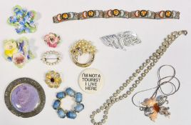 Large collection of costume jewelleryto include an agate bracelet, beaded necklaces, chains,