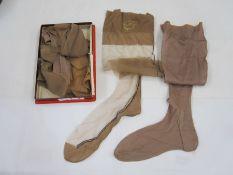 Various pairs of vintage silk stockings (1 box)