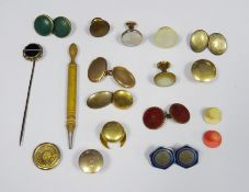 Quantity of gold and gold-coloured dress studs and cufflinksto include a pair of 18ct gold dress