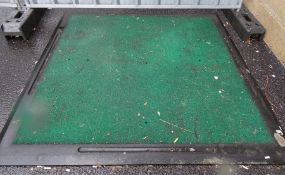 Heavy duty golf driving/chipping mat in green with black border, 166cm squareCondition ReportIf