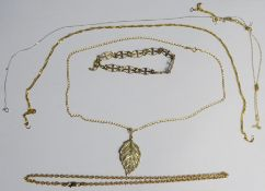 9ct gold leaf pendanton 9ct gold chain, 4.9g approx, a 9ct gold chain necklace, 0.9g approx, a