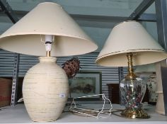 Glass and brass-coloured metal table lamp filled with glass beads and another ceramic table lamp (2)