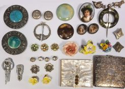 Quantity of costume jewelleryto include silver buttons, brooches, compacts, pottery jewellery,