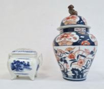 Imari porcelain lidded vase, shouldered ovoid and with Dog of Fo finial, 26cm high and a Japanese