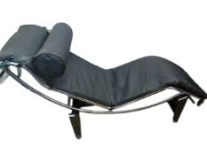 After Le Corbusier, Pierre Jeaneret and Charlotte Perriand - A Cassina type LC4 lounger / chaise