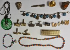Quantity of costume jewellery including a white metal filigree ring set with agate cabochon, a tie