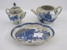 Chinese porcelain lobed oval spoon tray with underglaze blue lakeside decoration, 12.5cm wide and