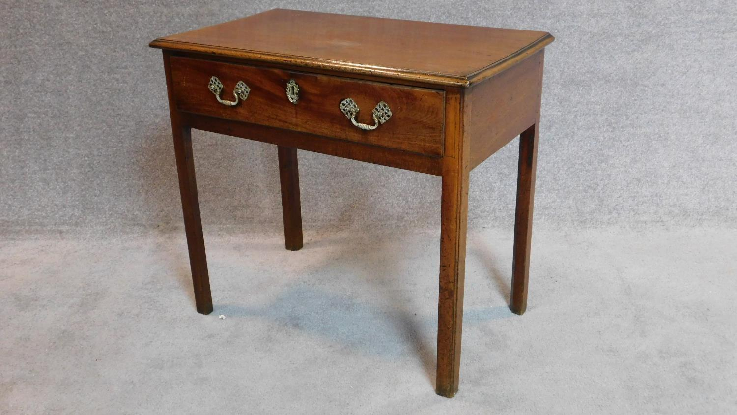Lot 7 - A Georgian mahogany side table fitted frieze drawer on square supports. 72x80x46cm