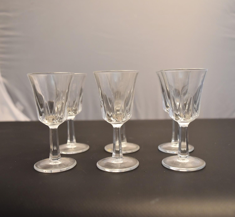 Lot 16 - A set of six crystal sherry glasses. H.9cm
